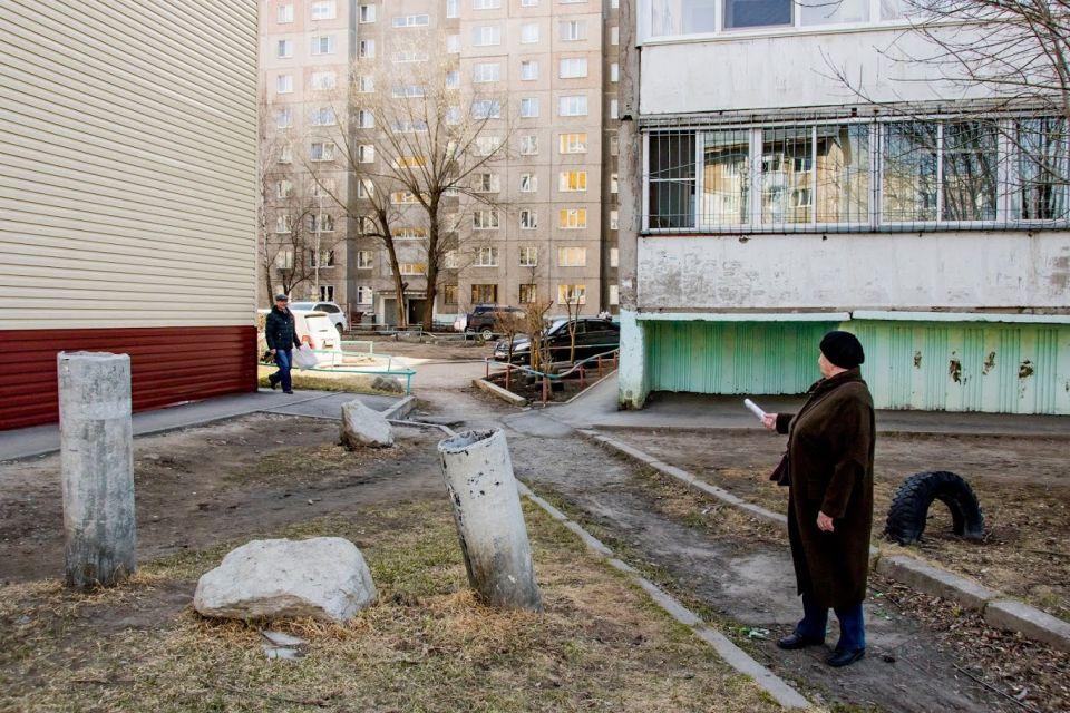 Жительница Барнаула Любовь Корсун считает, что соседним домам не хватает собственных проездов