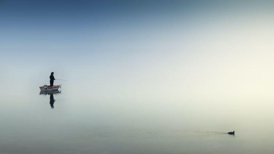Рыбак. Озеро