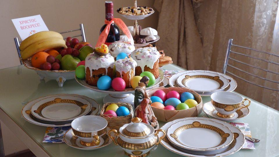 Пасха. Яйца. Праздничный стол