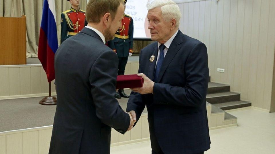 Александр Суриков. Виктор Томенко