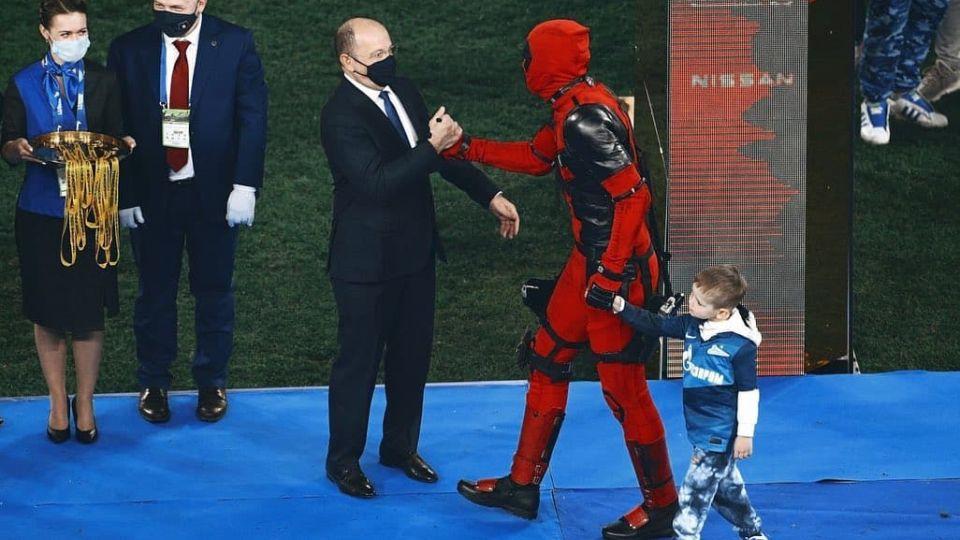 Артем Дзюба в костюме Дэдпула