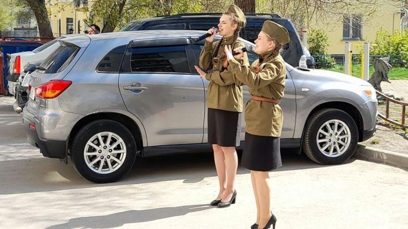 Бригады артистов поздравили ветеранов с Днем Победы Фото:barnaul.org
