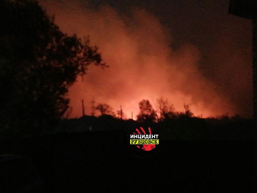 Пожар в Рубцовске Фото:Инцидент Рубцовск, vk.com/incident_rubtsovsk