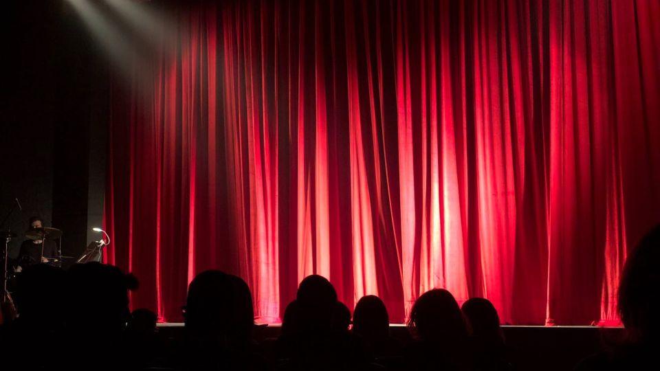 Театр. Выступление