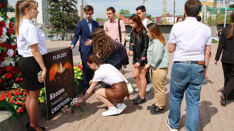 Студенты почтили память погибших в Казани Фото:Виталий Барабаш