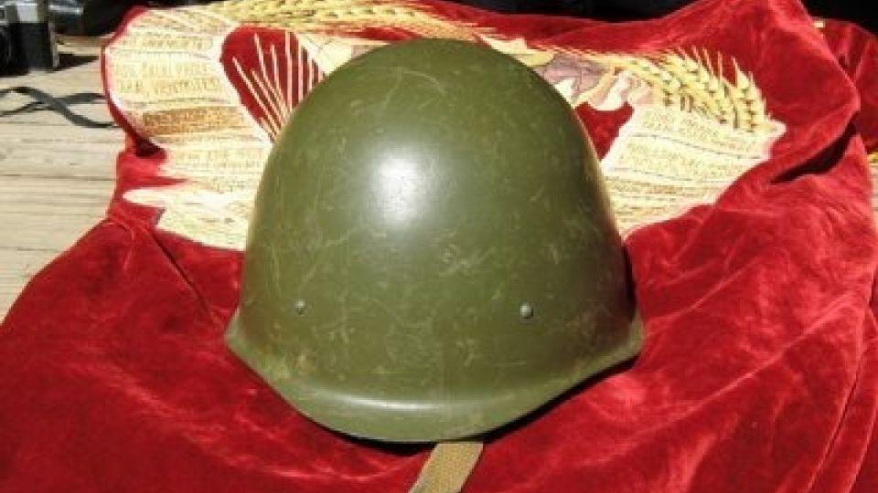 Каска. Солдат. Фото иллюстративное