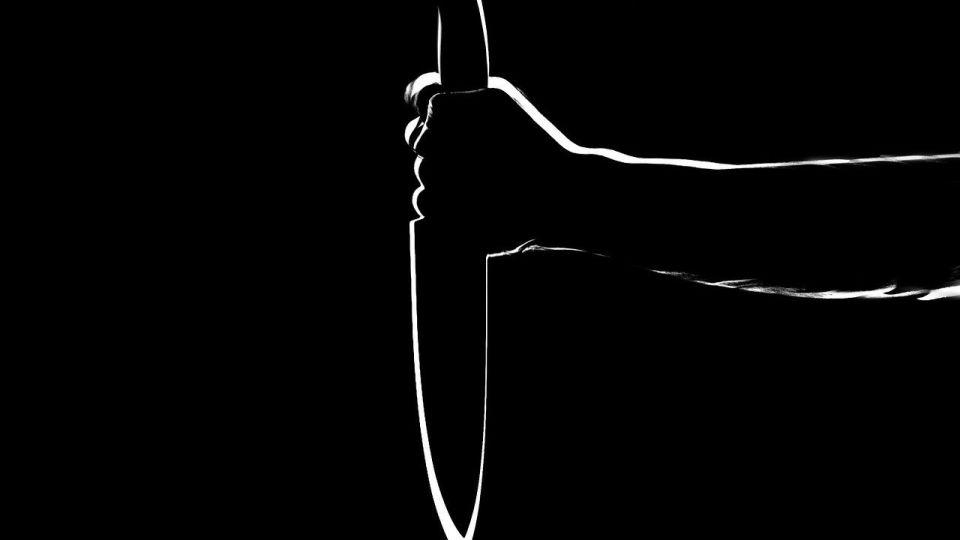 Нож. Нападение