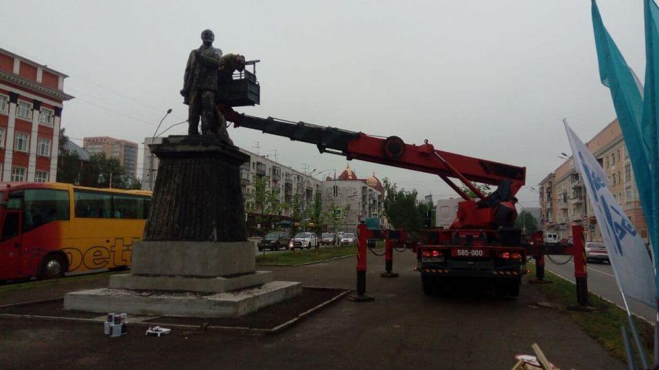 Памятник Ленину в Барнауле