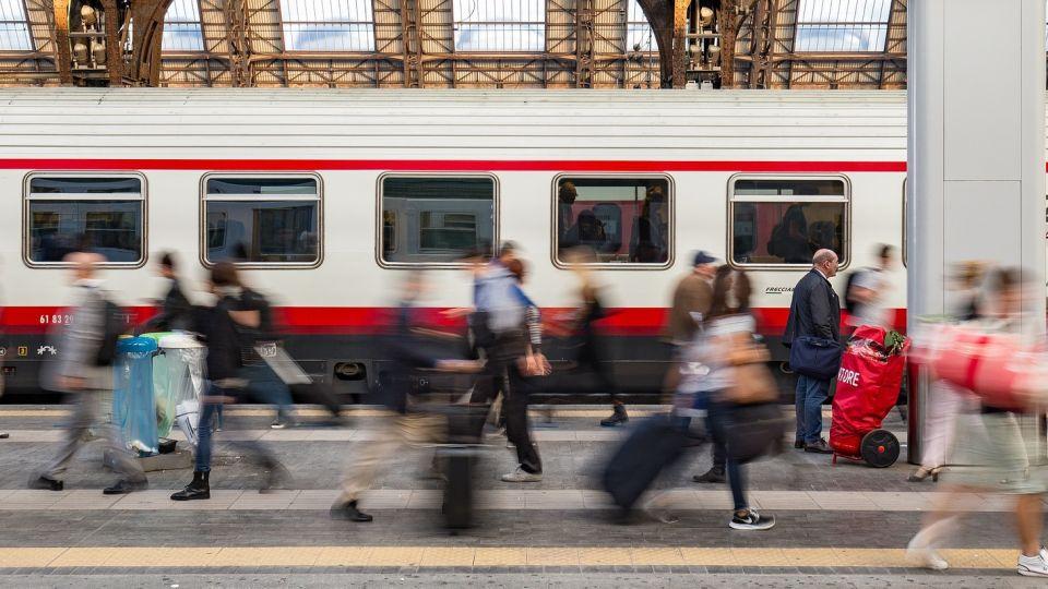 Поезд. Вокзал