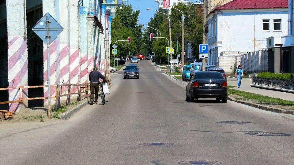 Власти Барнаула недовольны темпами нанесения дорожной разметки на дорогах города