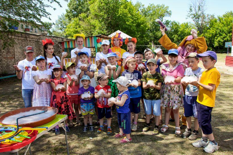 Россельхозбанк на Алтае подарил праздник детям 1 июня Фото:Виталий Барабаш