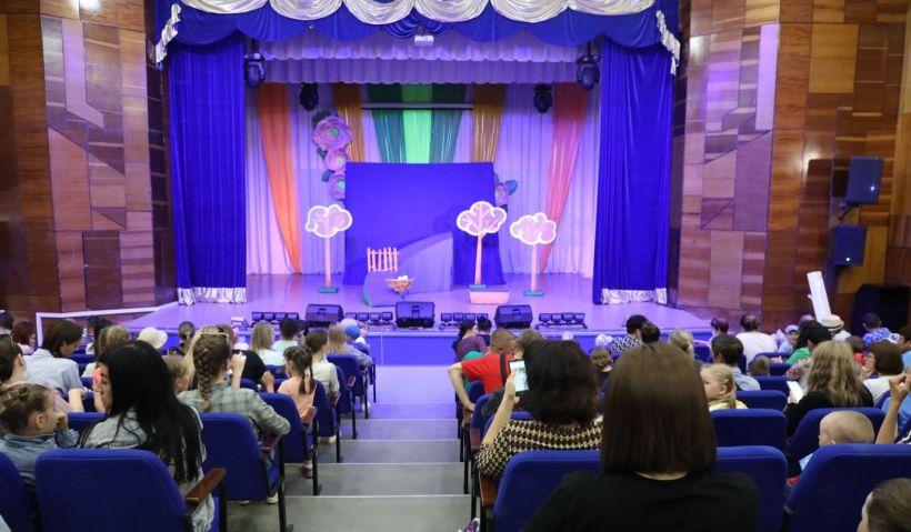 Алтай-Кокс организовал спектакль для детей сотрудников Фото:Пресс-служба Алтай-Кокса