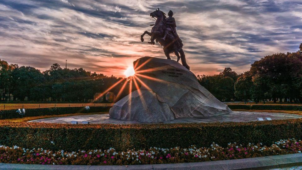 Петербург. Памятник