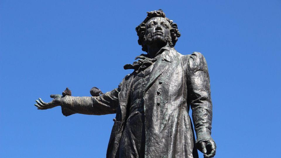 Пушкин. Памятник. Писатель