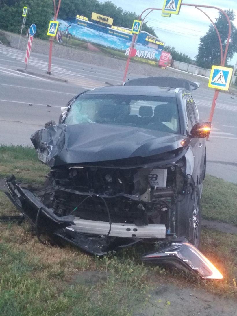 "Место ДТП Фото:""Инцидент Барнаул""/""ВКонтакте"""