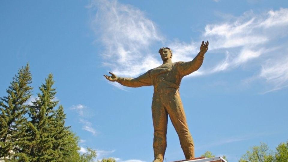 Памятник космонавтам в Бийске