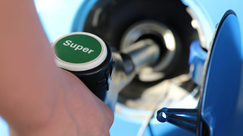 Бензин. АЗС