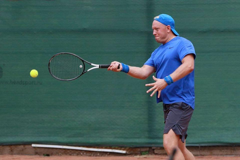 Депутат АКЗС, гендиректор «Сибирской медиагруппы» Андрей Абрамов серьезно занимается большим теннисом