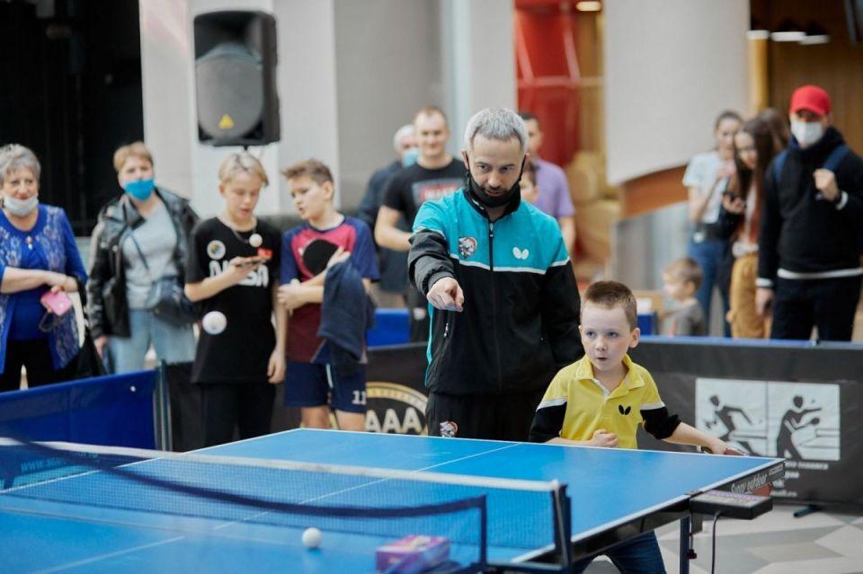 Министр спорта Алтайского края Алексей Перфильев хотел бы чаще играть в настольный теннис
